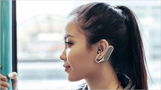 耳を塞がない左右分離型ワイヤレスヘッドホン「Xperia Ear Duo」など3商品が海外で発表
